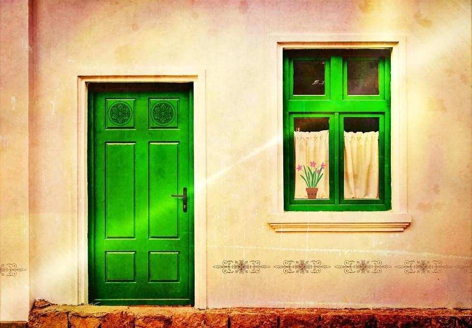 house-facade-882533_960_720.jpg